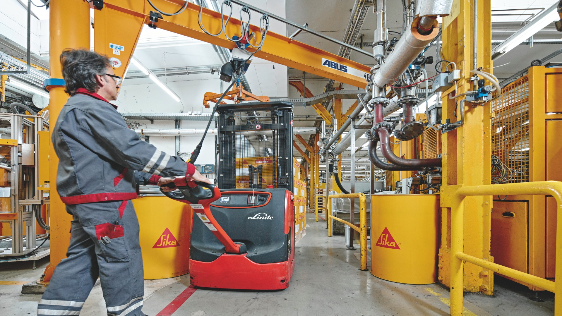 Linde pallet stacker at Sika