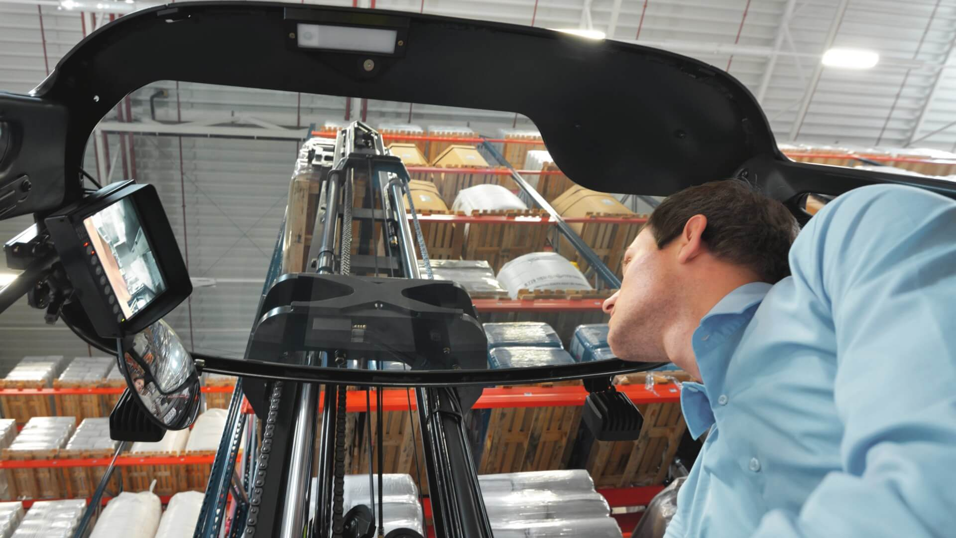 Linde reach truck with glass roof