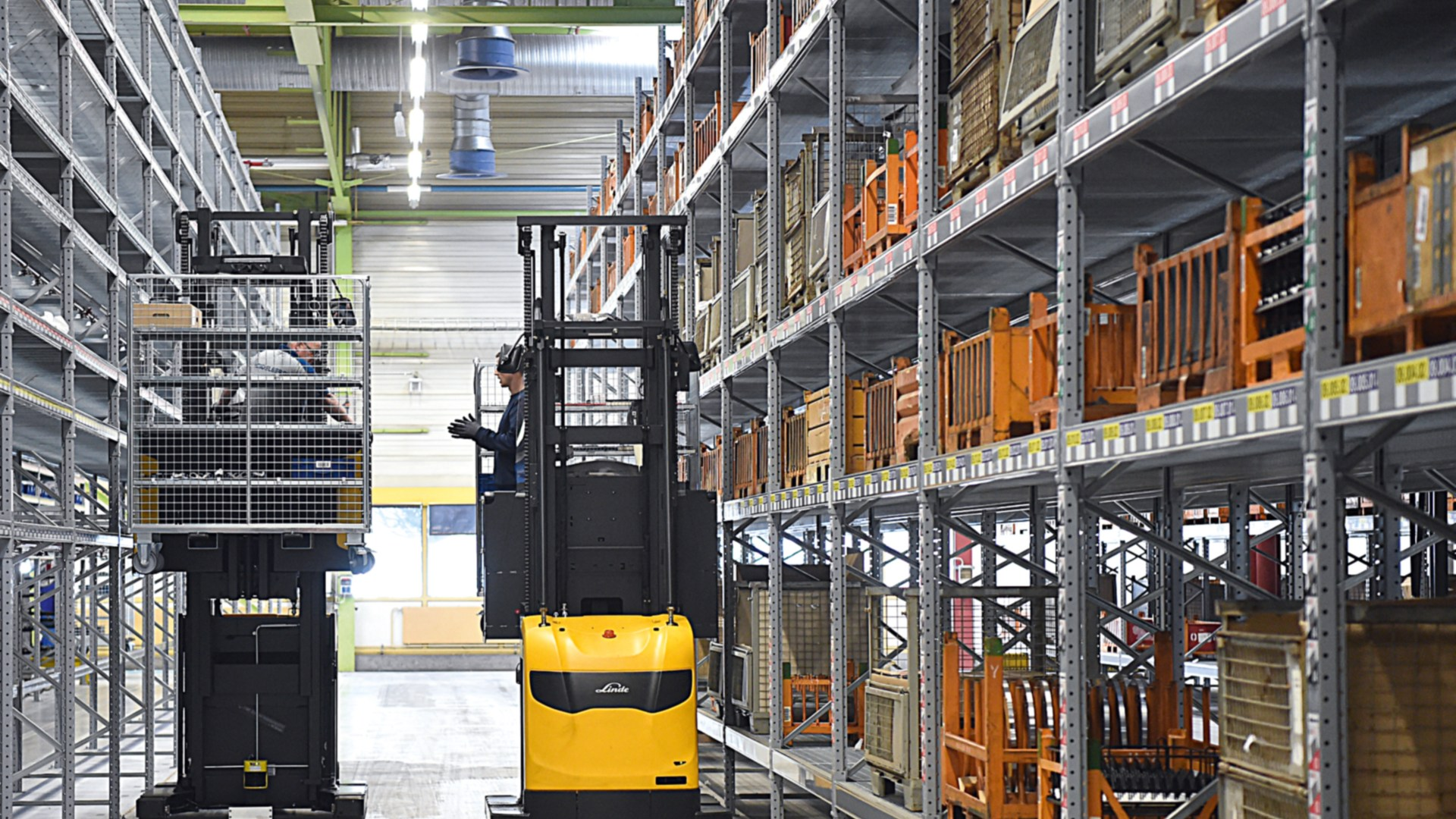 Linde reach trucks and order pickers at Heidelberger Druckmaschinen